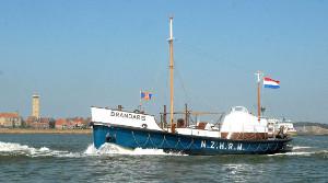In de omgeving van het zorghotel Buren kunt u een boottocht maken met de Brandaris en zeehonden kijken